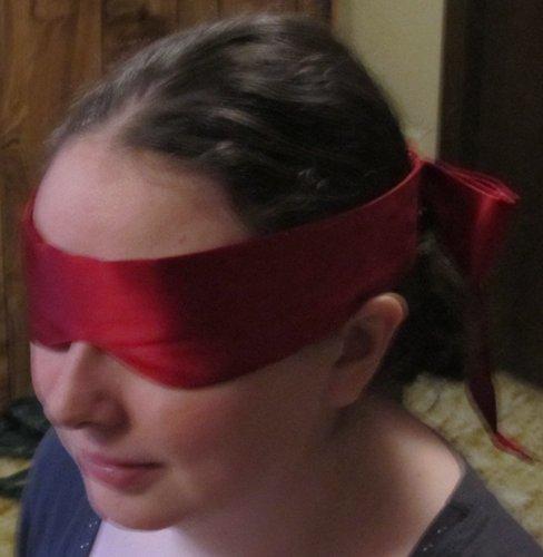 Blindfold fits girls!
